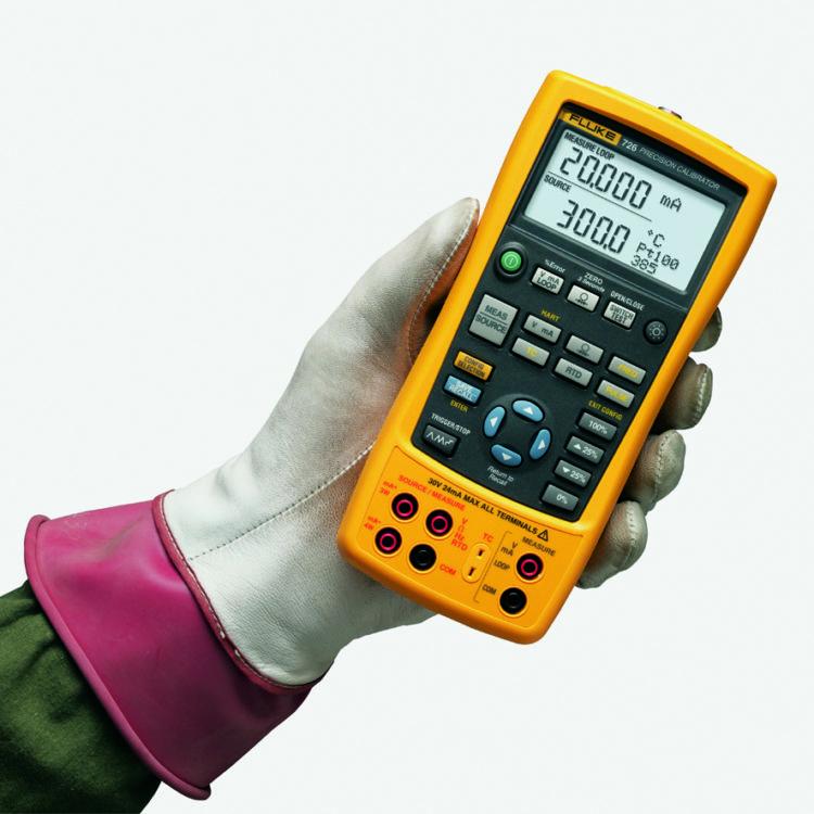 Fotografía de un Calibrador de Precisión FLUKE 726 distribuido por Aldler Instrumentos